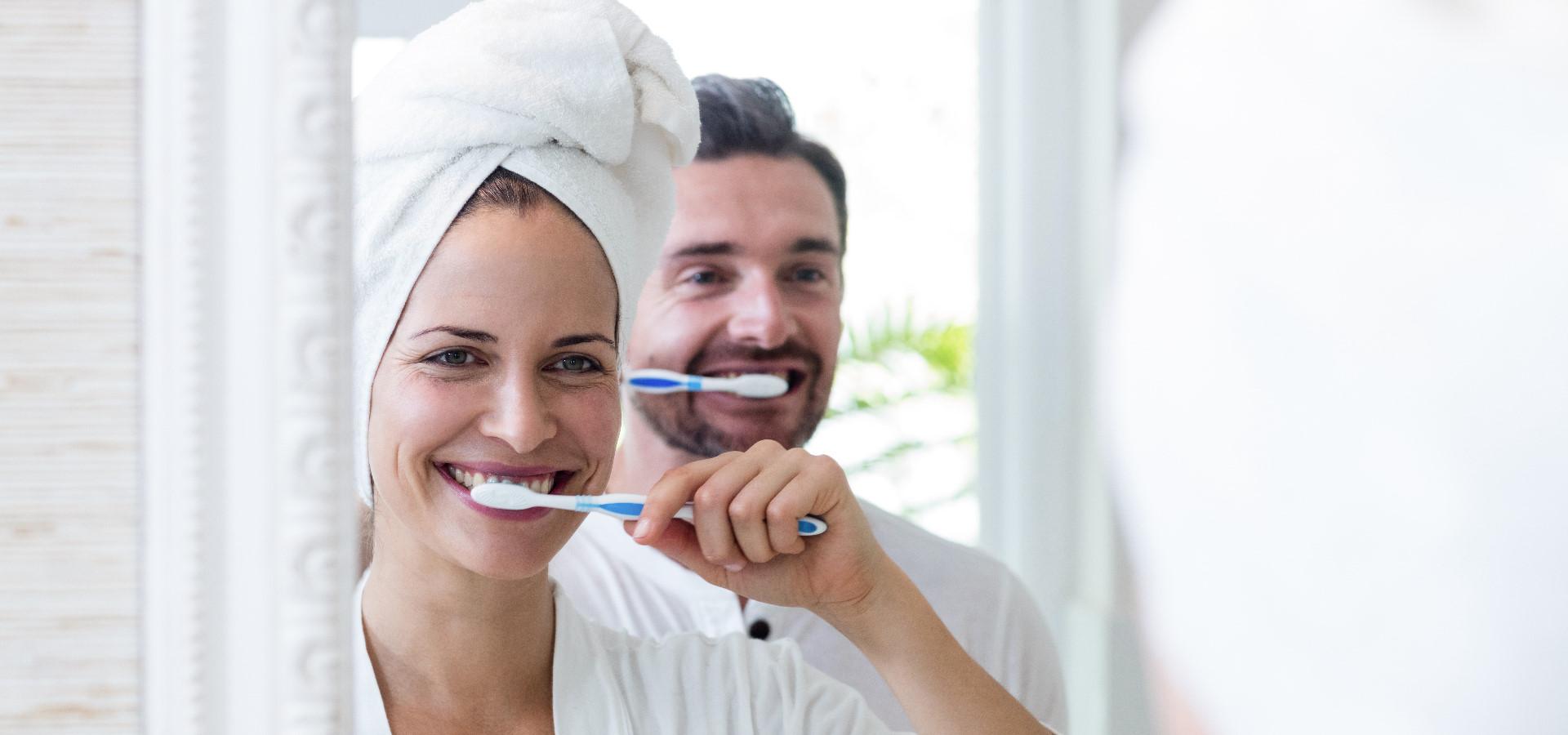 Zahnverfärbung – Die 15 häufigsten Ursachen für gelbe Zähne